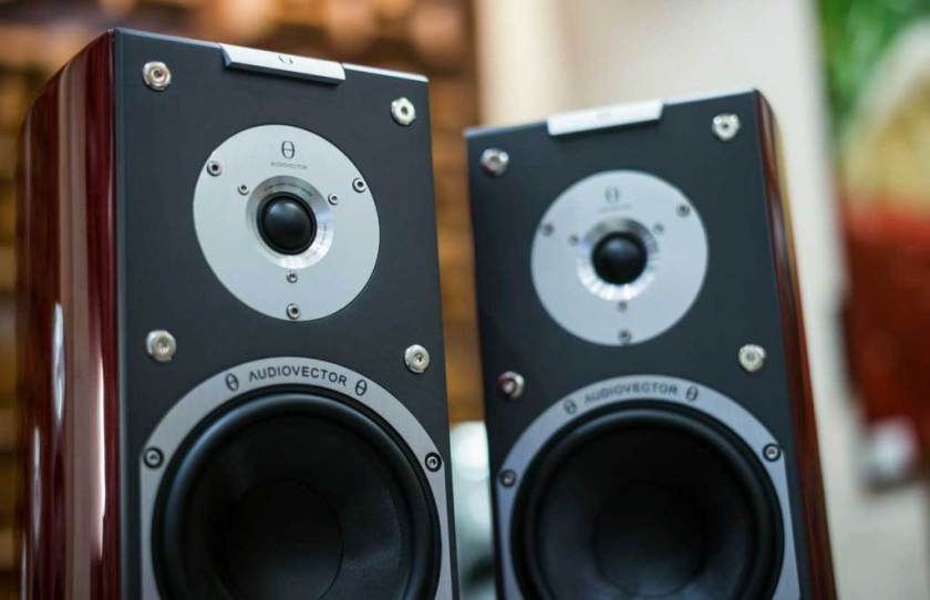 Best-Powered-Speakers-For-DJ
