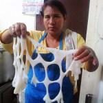 Madres de los comedores populares denuncian que reciben los alimentos en mal estado