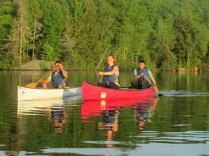 photo of students canoeing