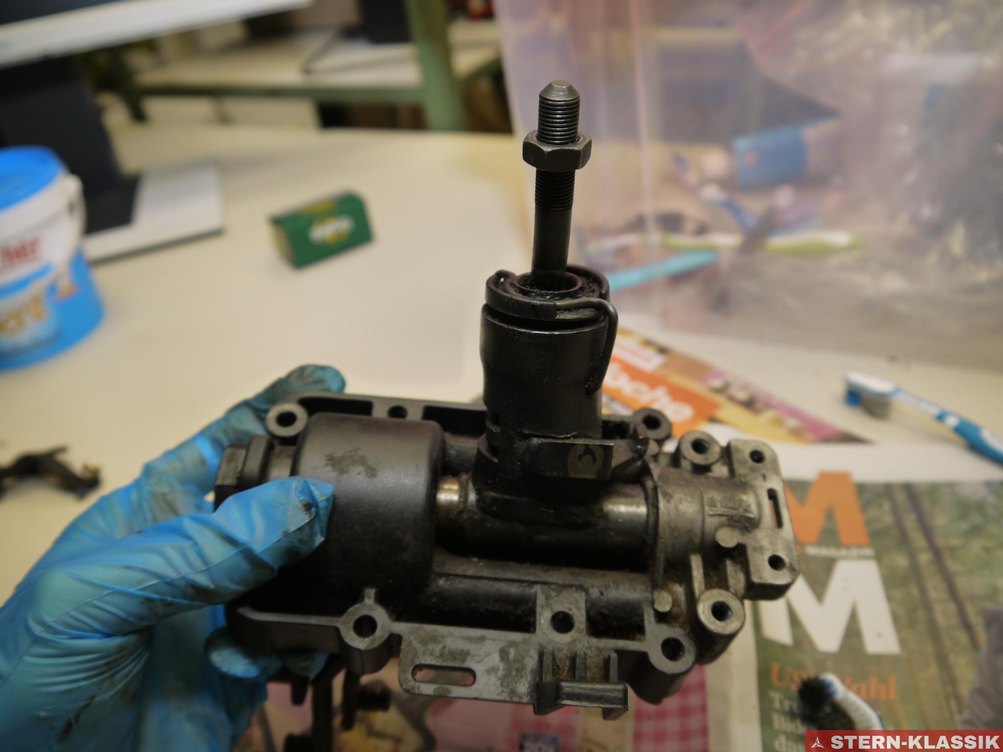 Teil 36: W460.332 (300 GD) – Schalthebel und Kupplungsgeberzylinder