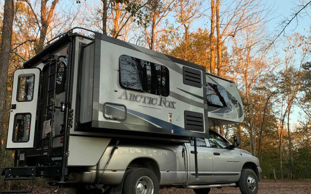 Actic Fox 990 Truck camper