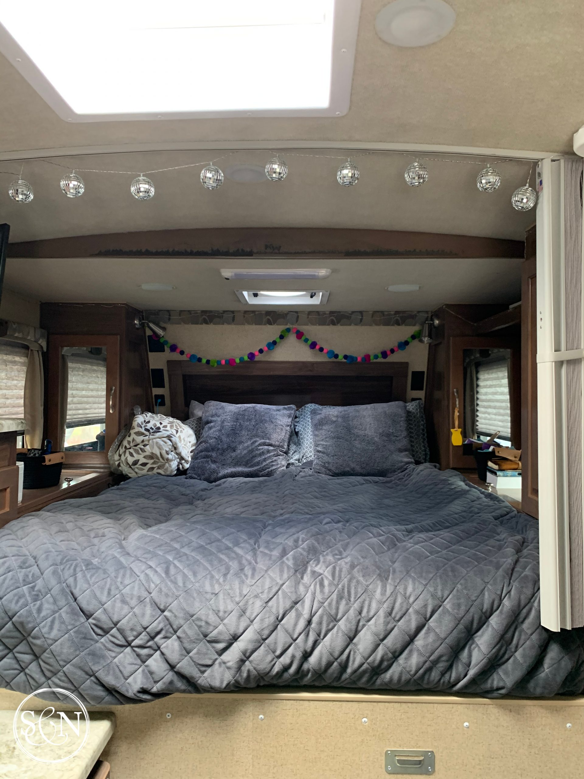 Arctic Fox 990 truck camper