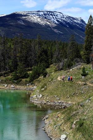 Hiking along Fourth Lake