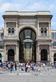 Milan: Galleria Emanuele Vittorio II in Piazza del Duomo.