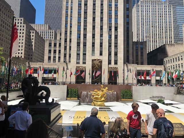 Sunken courtyard in front of Rockefeller Center
