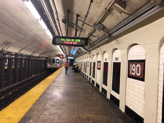 Subway platform at 190th St
