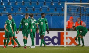 Football - Molde FK v Celtic - UEFA Europa League Group Stage - Group A - Aker Stadion, Molde, Norway - 22/10/15 Celtic's Stuart Armstrong and team mates look dejected after the second goal for Molde Action Images via Reuters / Peter Cziborra Livepic EDITORIAL USE ONLY.