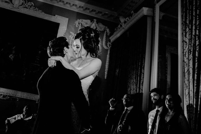 kiss after dancing, evening reception