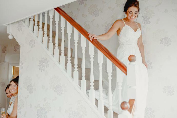 wedding dress, bride arriving so see fatehr