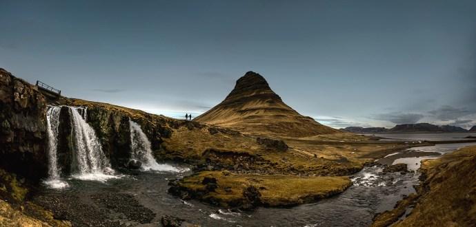 iceland engagement photorgaphy, kirkjufell mountain