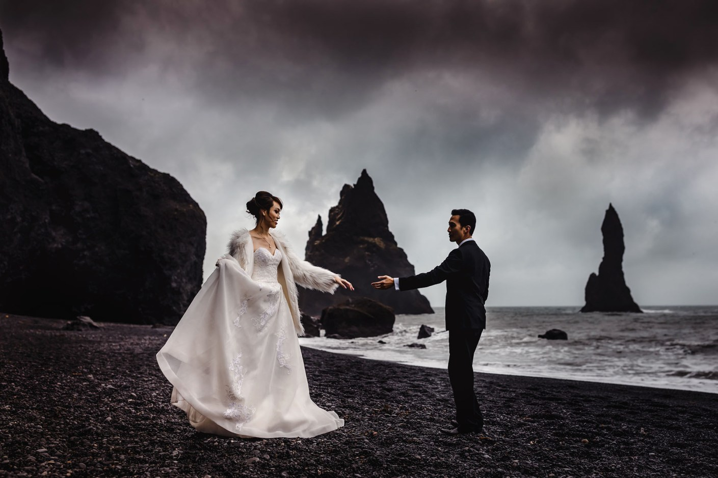 black sand beach engagement photorgaphy