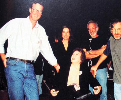 Fay Wray am Set von Jurassic Park