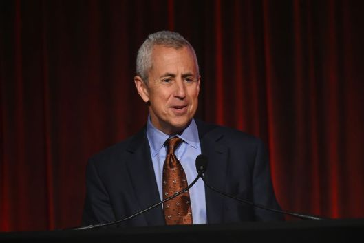 Danny Meyer, CEO of shack shack, requires mandatory vaccines for all customers and staff. Shake Shack CEO requires covid vaccines