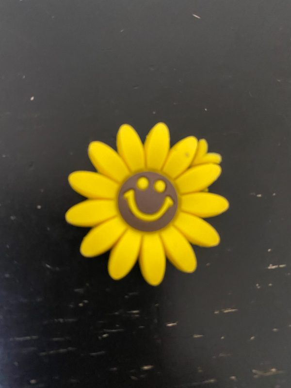 Smiling Sunflower Magnet - A cute sunflower magnet that is smiling. #Sunflower #Magnet