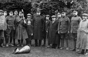 PC 78 Brookes standing with soldiers and onlookers guarding a bomb dropped by Zeppelin L4 on Heacham.