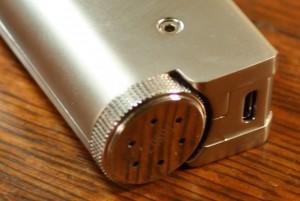 ipv mini review battery cap and USB port