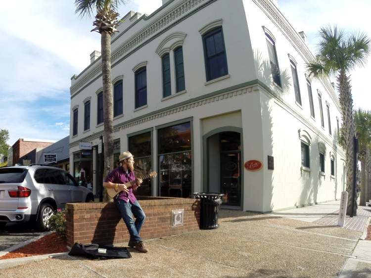 Stevie Vagabond busking and performing Humanity Prayer in Florida