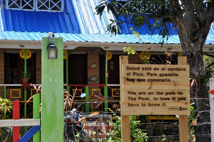 photo of a sign at the beginning of el pico on providencia