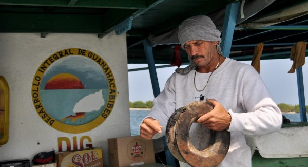 Photo of a Cuban fisherman in Cabo San Antonio by Stevie vagabond