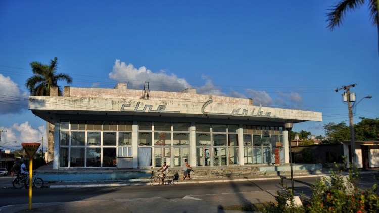 Photo of el cine in Nueva Gerona, Cuba by Stevie Vagabond