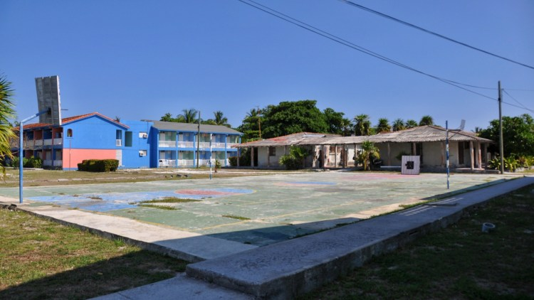 photo of the basketball court in cayo largo, cuba