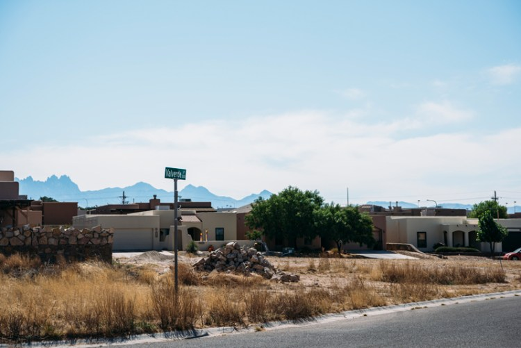 Photo of a Las Cruces street sign with the Organ Mountains in the distance.