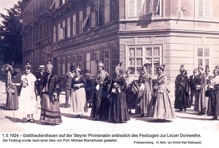 1924-05-01 - Domweihe Festzug(1).Goldhaubenfrauen