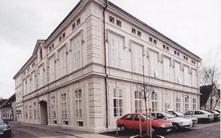 """Der Plochberger-Bau """"Gesellenhaus"""" heute ist das Kolpinghaus"""