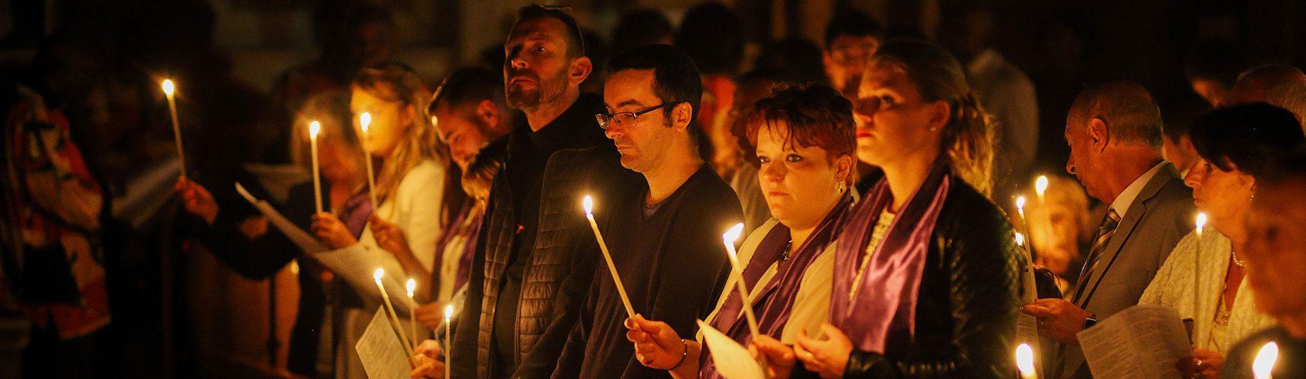 A la clarté des cierges
