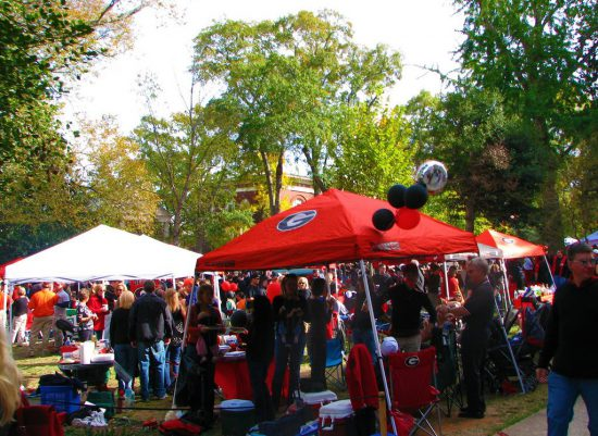 Georgia Bulldogs fans tailgating