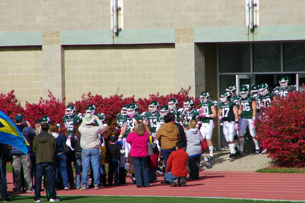 EMU Eagles football players greeted by fans