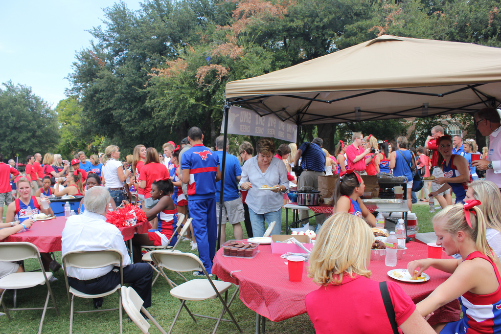 SMU Mustangs fans tailgating