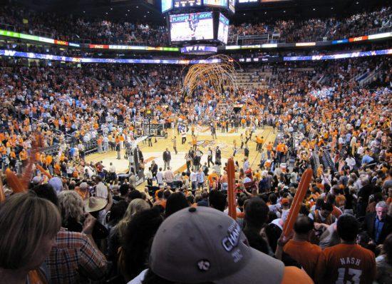Phoenix Suns fans cheer