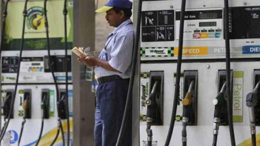 रिकॉर्ड ऊंचाई पर पहुंचीं पेट्रोल और डीजल की कीमतें, ये हैं आज के रेट