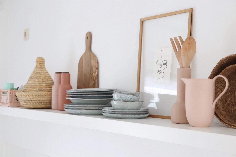 Keukenspulletjes en hebbedingen op de plank