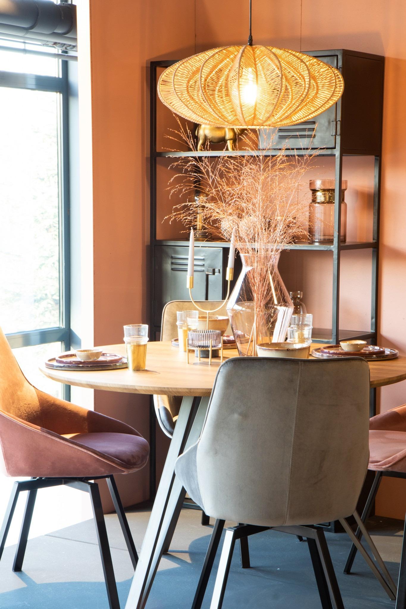 stijlkamer met een feestelijke sfeer in roze en goud tinten