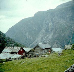 Gammelt bilde fra en nedlagt gård i Aurlandsdalen.