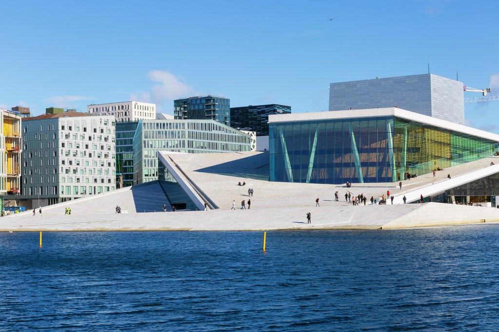 Operaen sett fra havnepromenaden