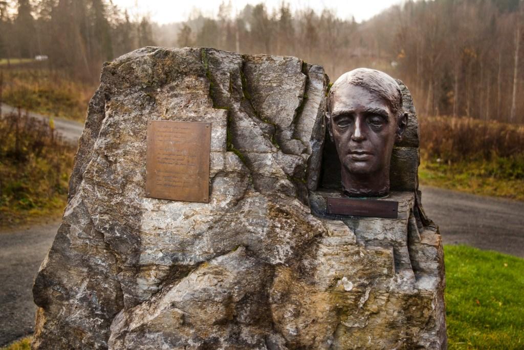 Byste av dikteren og forfatteren Herman Wildenvey.