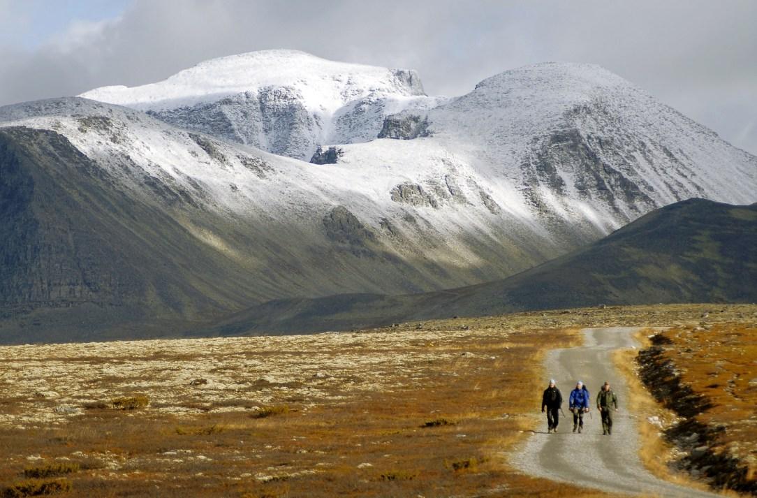 Tre personer på fjelltur