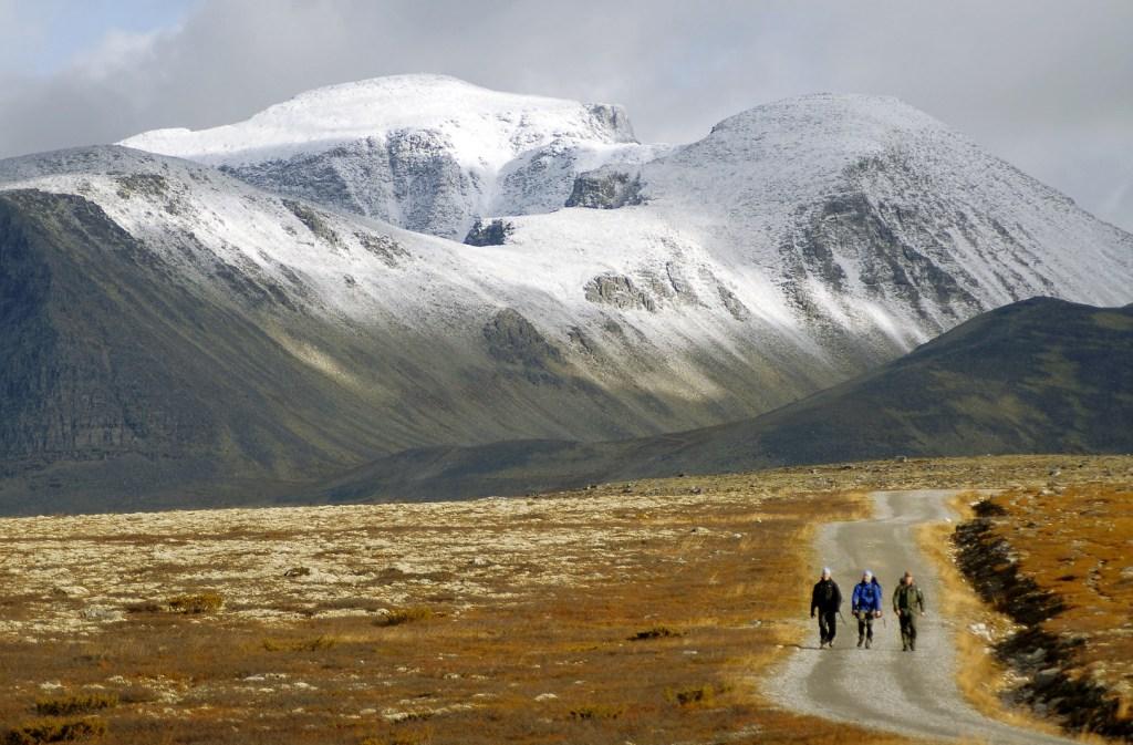 Trekantturen_Turgaere-mot-Spranget-Anders Gjengedal - Visitnorway_com