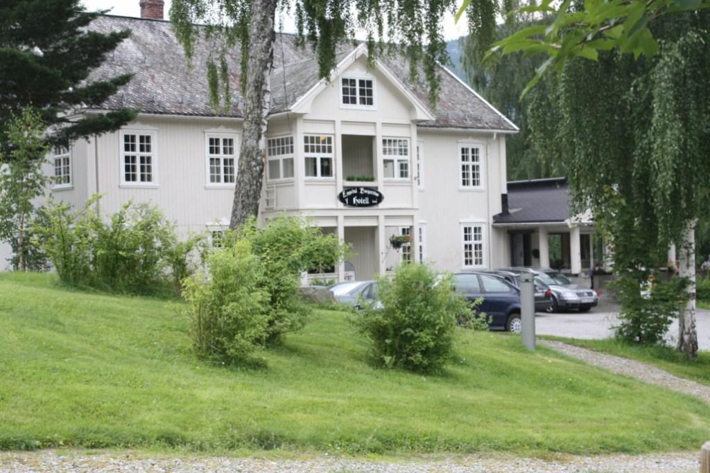 Bildet viser Eggedal Borgerstue, et familiedrevet hotell og spisested.