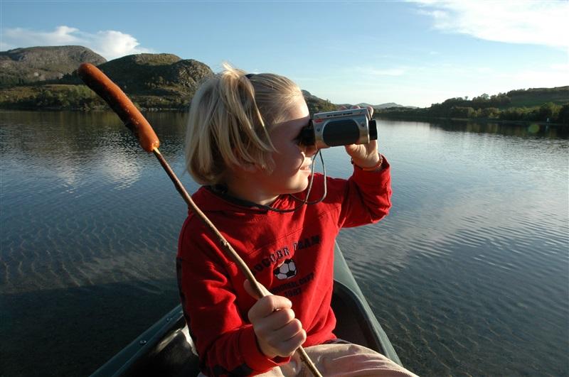 Jente i kano pølse på spidd Alsvik Sandnes