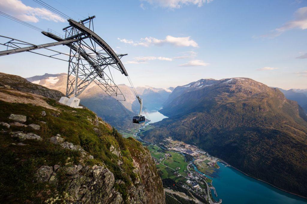 Kabelbane Loen Nordfjord utsikt over fjell og dal