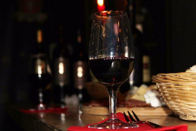 degustacija vina u vinariji podrum vina