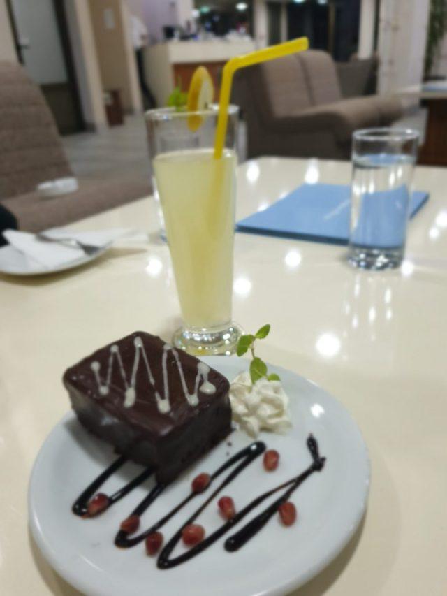 limunada i kolači