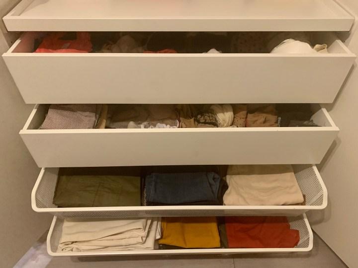 Wie ich meinen Kleiderschrank organisiert und umgeräumt habe