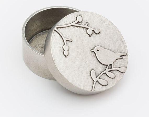bijenkorf ronde aandenkendoos – handgegoten tin door BeehiveHandmadeLLC