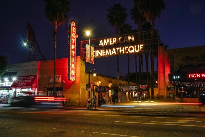 Netflix's aankoop van een iconisch LA-theater en wat het zou kunnen betekenen