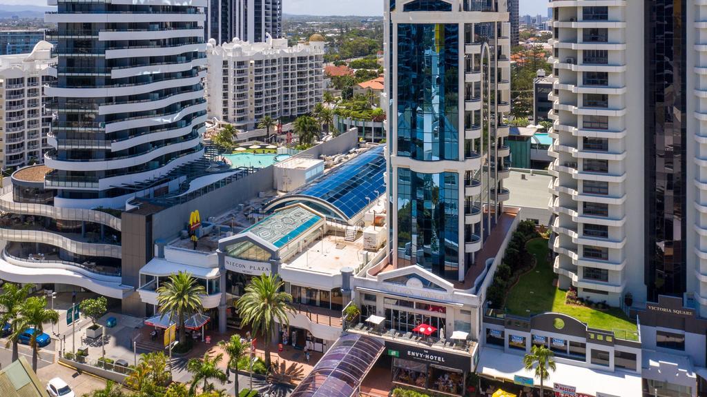 Onroerend goed in Gold Coast: Iris Capital koopt grote aandelen, waaronder Niecon Tower, Niecon Plaza op Broadbeach